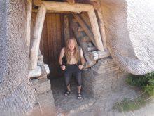 Steinzeitmensch an der eisenzeitlichen Hütte entdeckt
