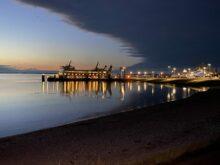 aufziehende Schlechtwetterfront am Hafen